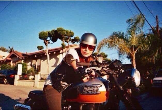 girlsonbikes21