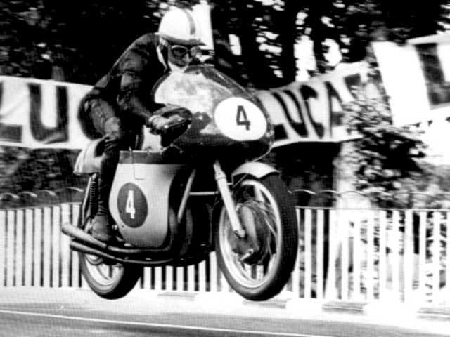 john-surtees-motorcycle-race1