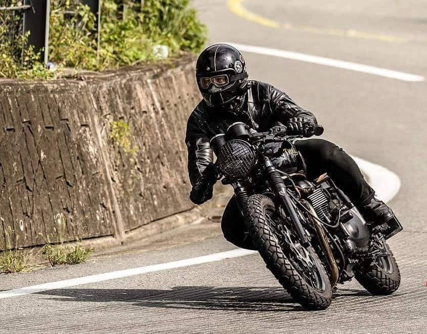 LS Varela (Kapolei, Hawaii) riding his Bonnie in the land of the morning calm.