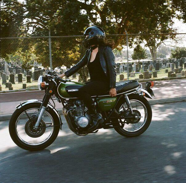 girlsonbikes3