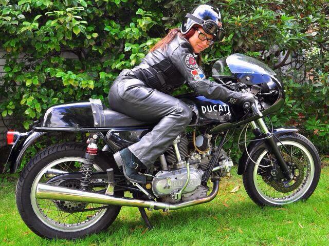 girlsonbikes41