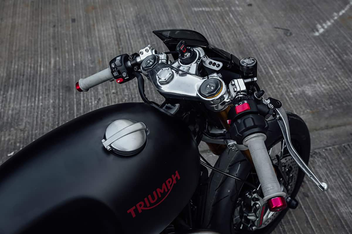 supercharged-triumph-thruxtonR-1