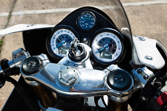 thruxton white 5